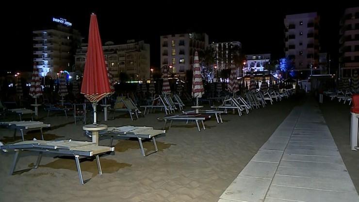 ONR patroluje plażę w Rimini z włoskimi prawicowcami. Protestuje miejscowa lewica