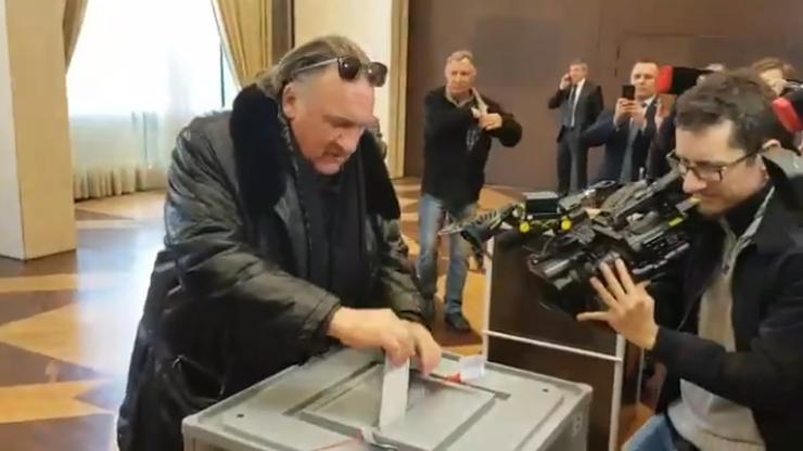"""Depardieu oddał głos w wyborach na prezydenta Rosji. """"Kieruję się patriotyzmem i miłością do Rosji"""""""