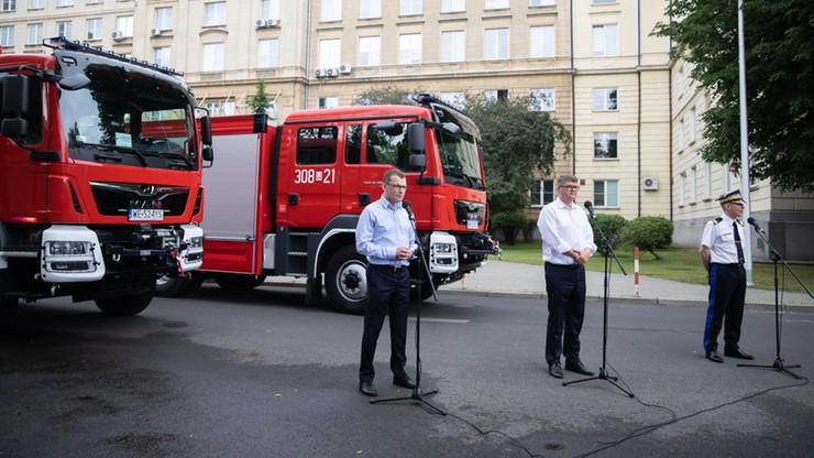 MSWiA obiecało wozy strażackie za frekwencję. W większości gmin wygrał Trzaskowski