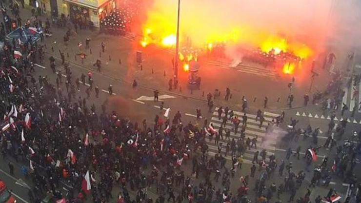 Co naprawdę działo się podczas Marszu Niepodległości? Nagranie z monitoringu