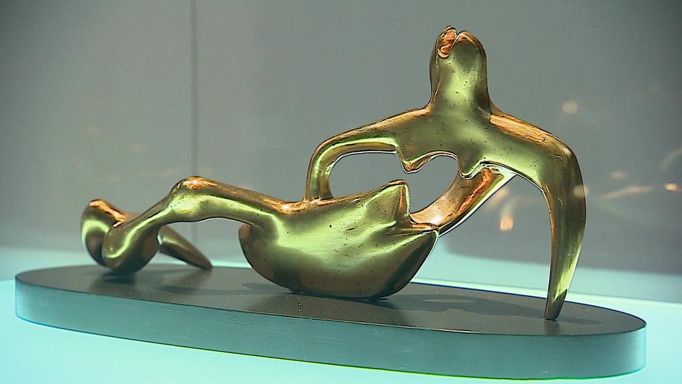 Wysokie C - Henry Moore